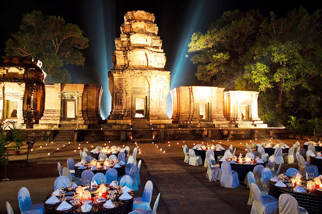 Incentive Travel - Dinner with show at Kravan Temple